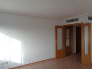 Piso en Alquiler en Ayuntamiento / Centro Bº Doscientas