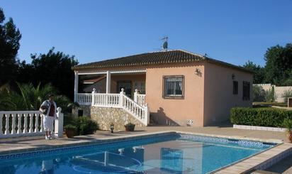 Viviendas y casas en venta con piscina en Canal de Navarrés