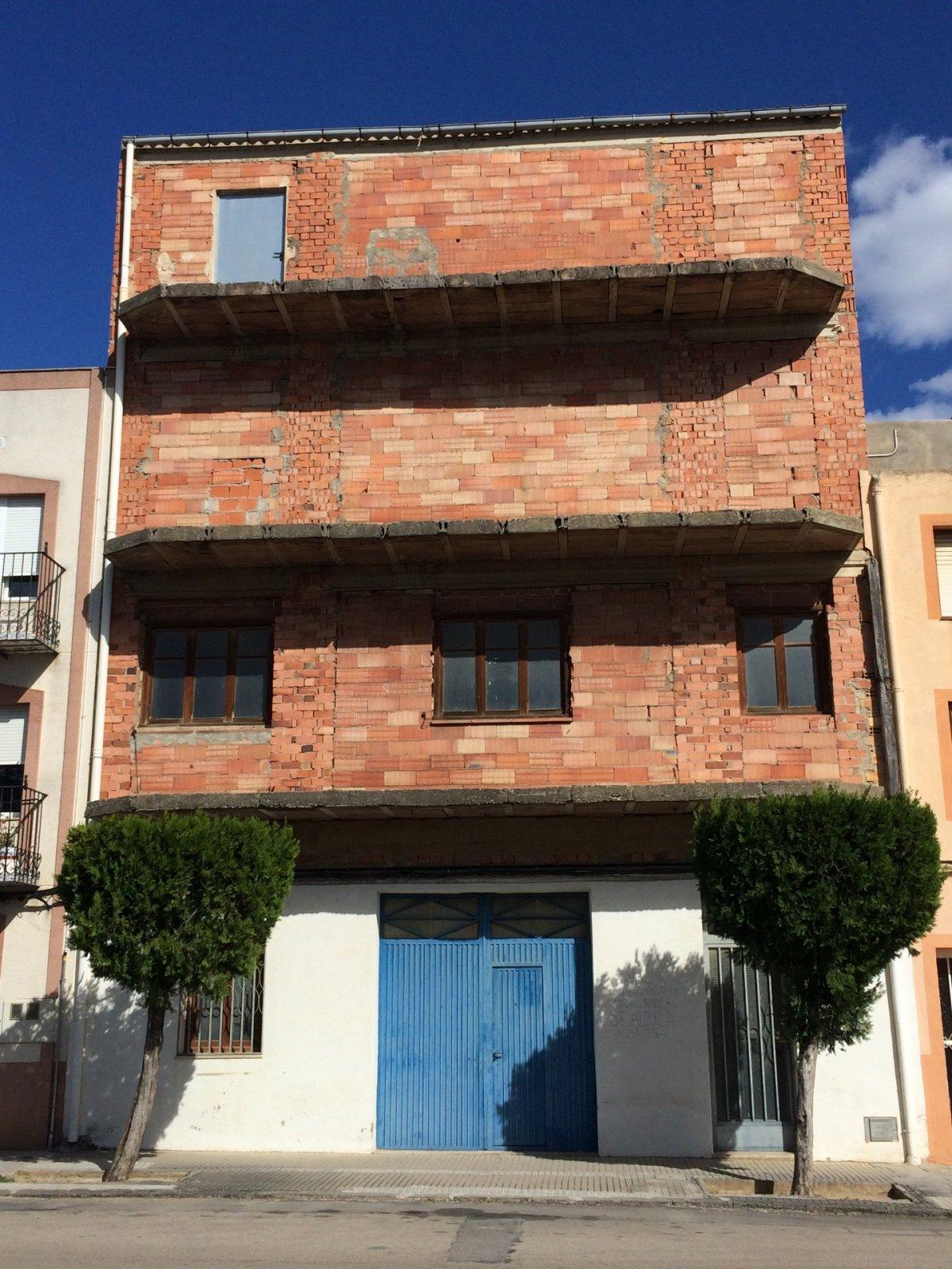 Gebäude  Avenida constitucio, 9-a. Magnifica oportunidad de inversión en la comarca del bajo maestr