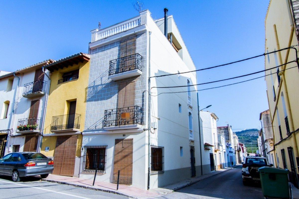 Casa  Jaume i, 20. Casa de diseño en el centro del pueblo