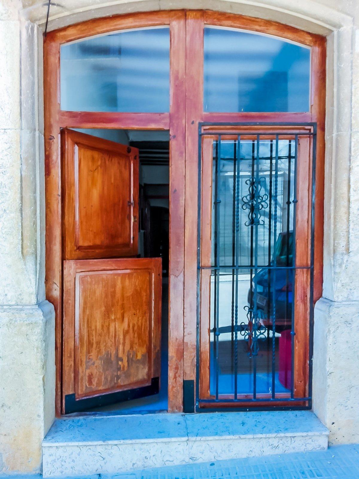 Casa  Calle pelayo, 36. Entra a vivir a un buen precio y cerca del centro.