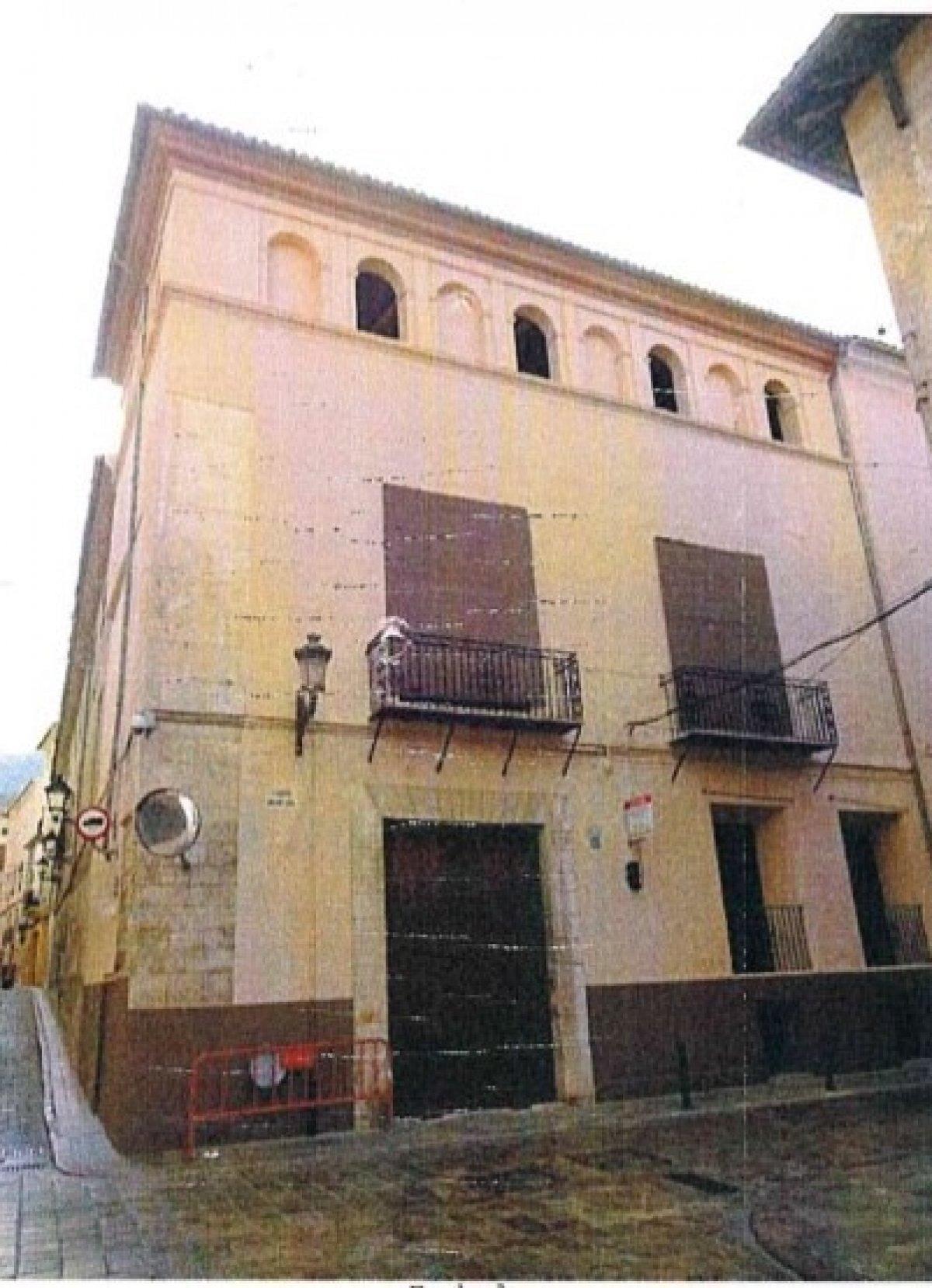 Edificio  Calle moncada. Una oportunidad única para adquirir el palacio de un noble del p