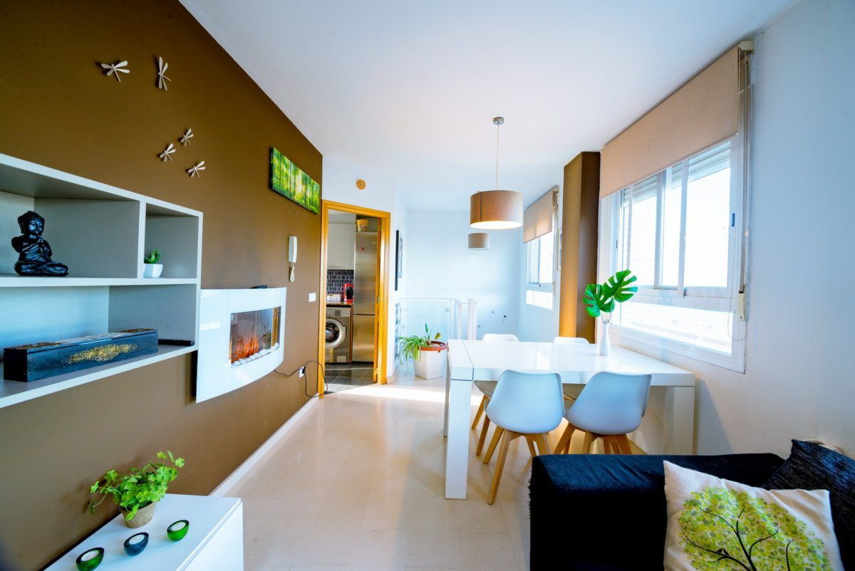 Lloguer Pis  Calle generalitat. Dúplex con terraza, luz natural y ventilación cruzada
