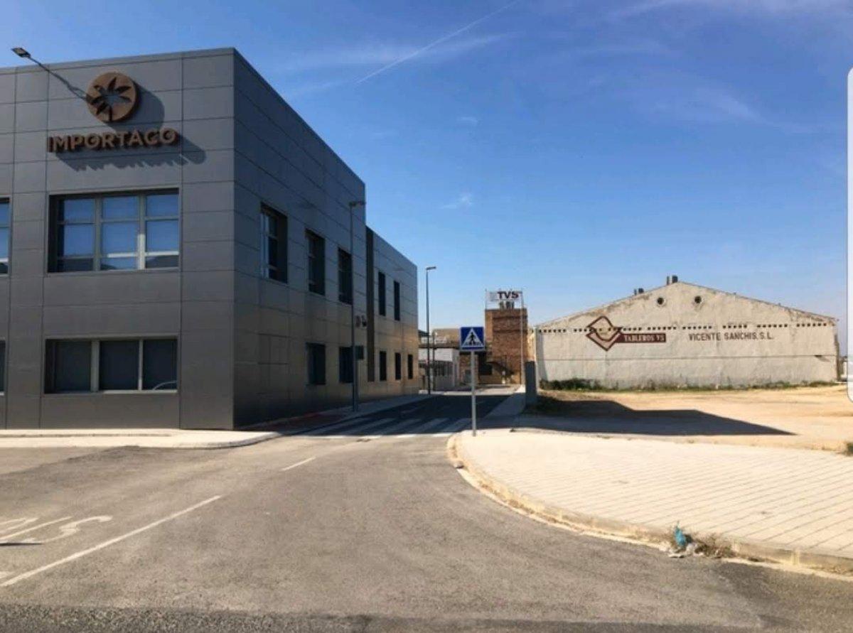 Affitto Capannone industriale  Sector camino numero once, 10. Estupenda nave 1600m mas 200 de patio