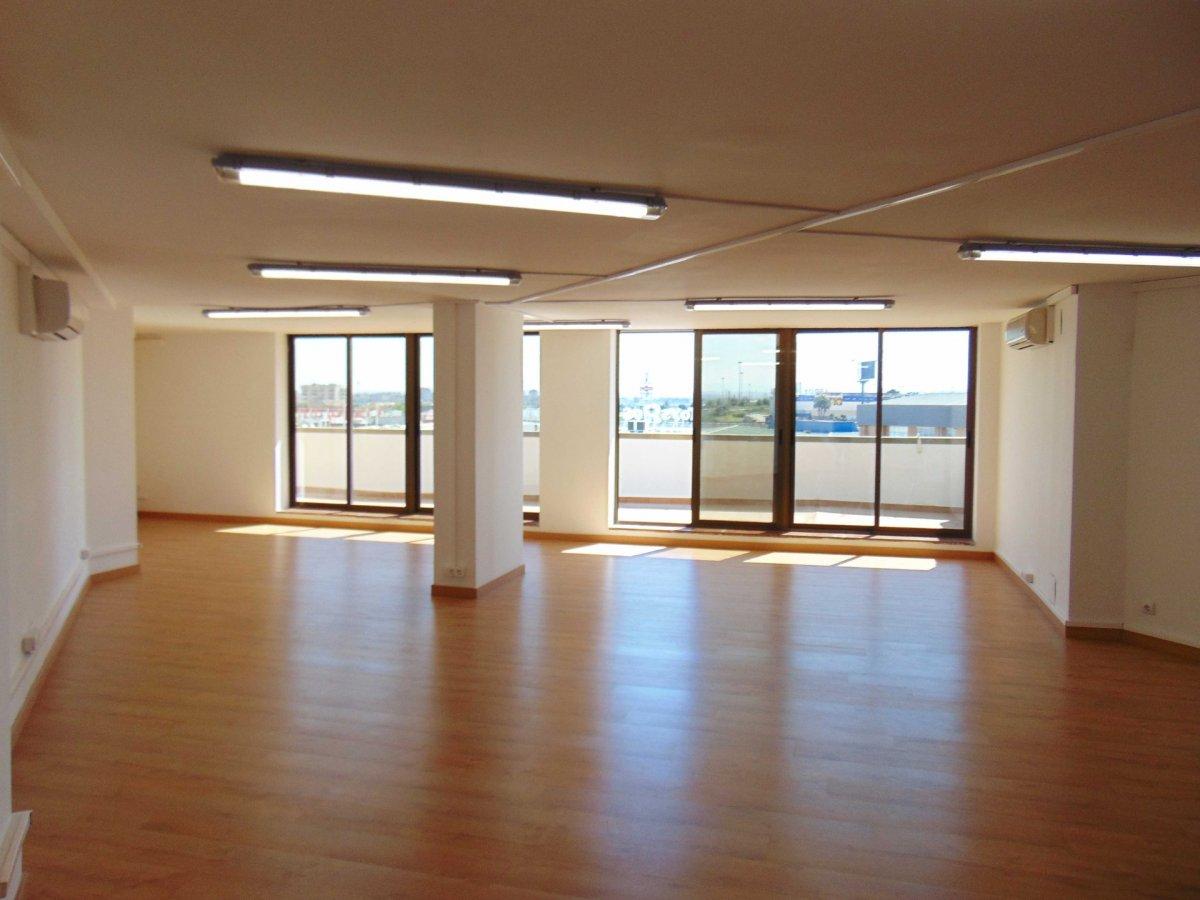 Location Bureau  Avenida enric valor, 3. Bella oficina con terraza y