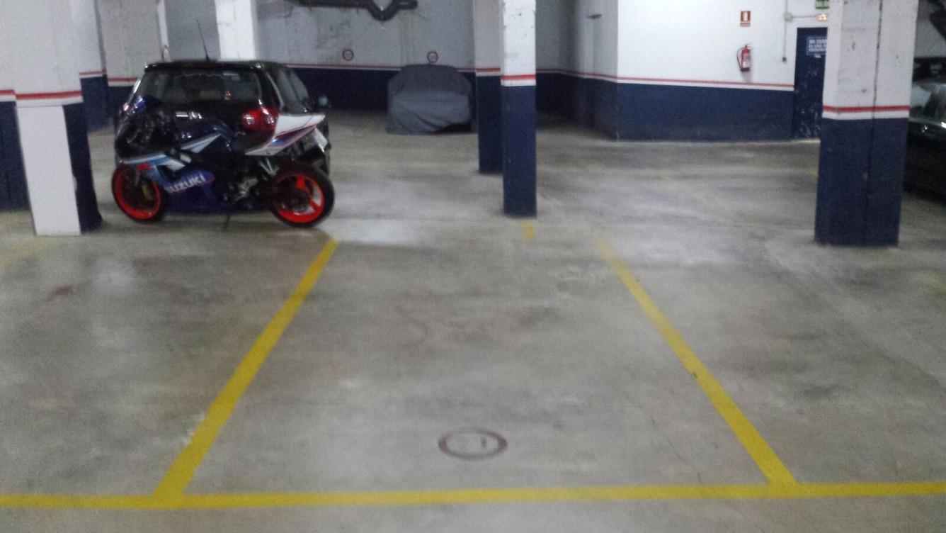 Aparcament cotxe  Calle sallent, 50. Plaza de parking grande de fácil acceso.