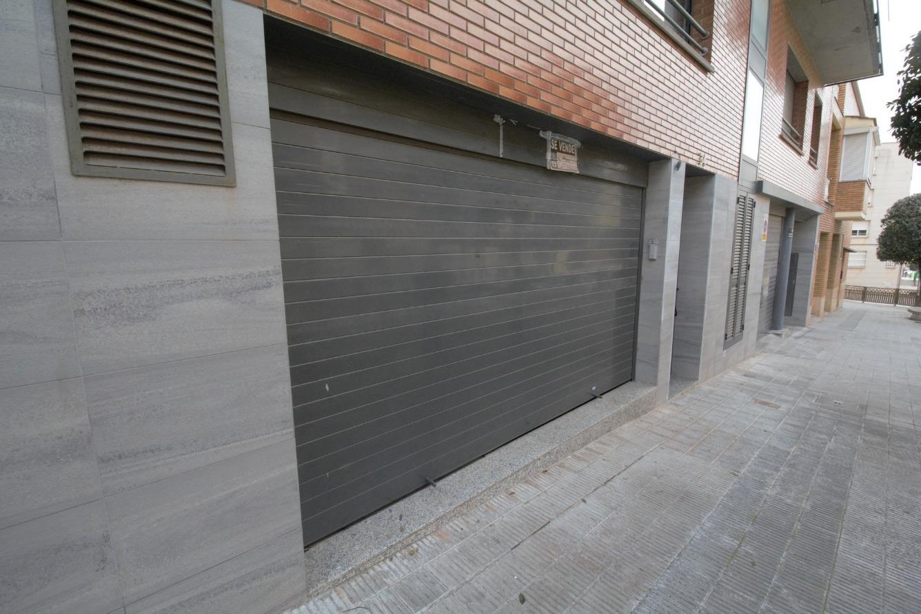 Local Comercial  General prim, 34. Local/parking perfecto para alquilar plazas de parking o para us