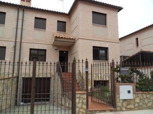 Casa adosada en Alquiler en Zona de - Villaluenga de la Sagra / Villaluenga de la Sagra