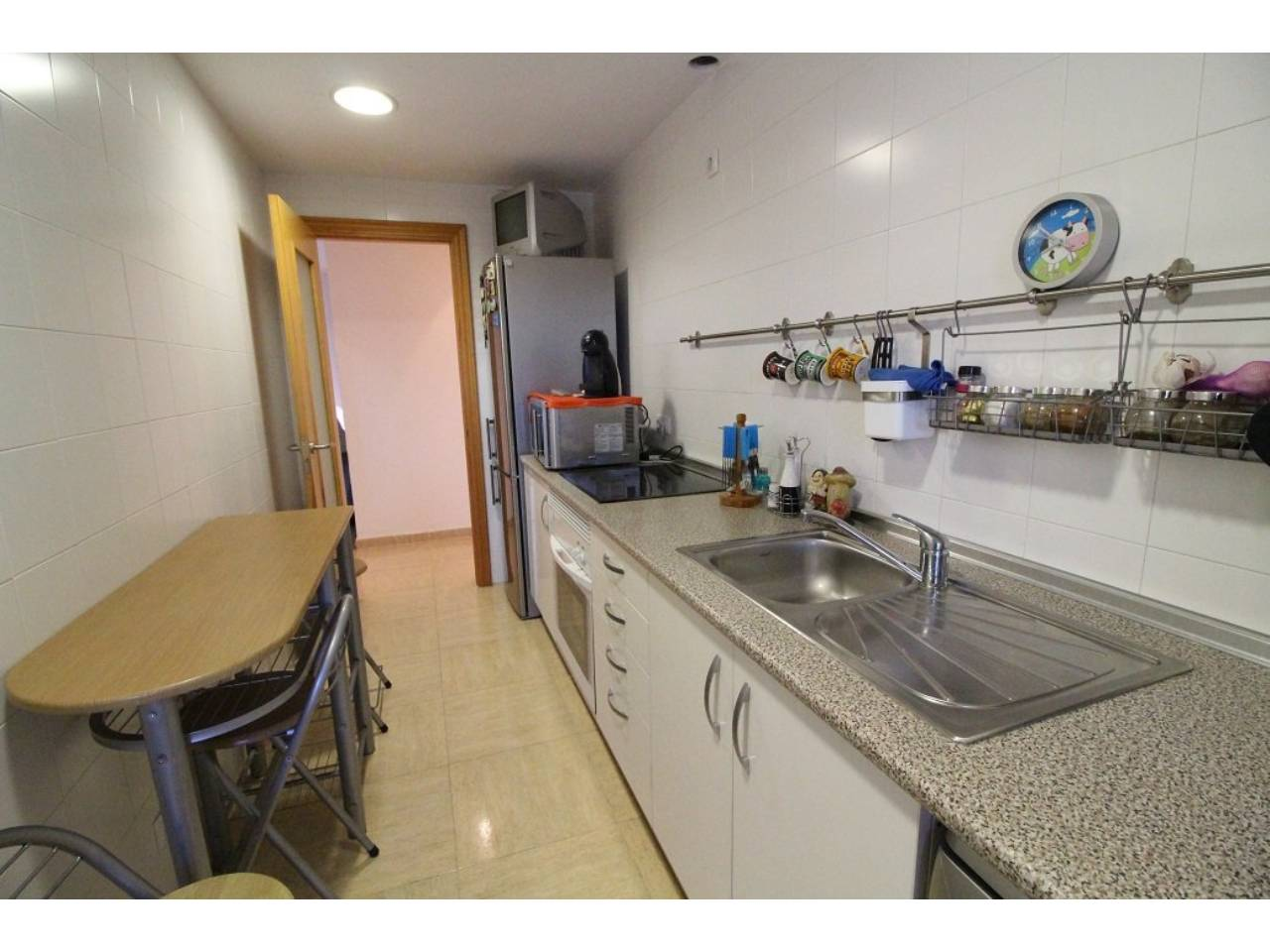 Flat  Ronda. Superf. 80 m²,  3 habitaciones (3 dobles),  2 baños, cocina, lav
