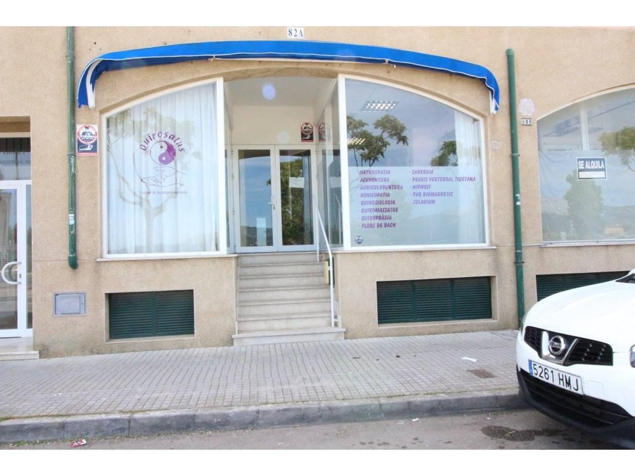 Local commercial  Ronda. Superf. 75 m², tipo de negocio comercial, divisiones, escaparate