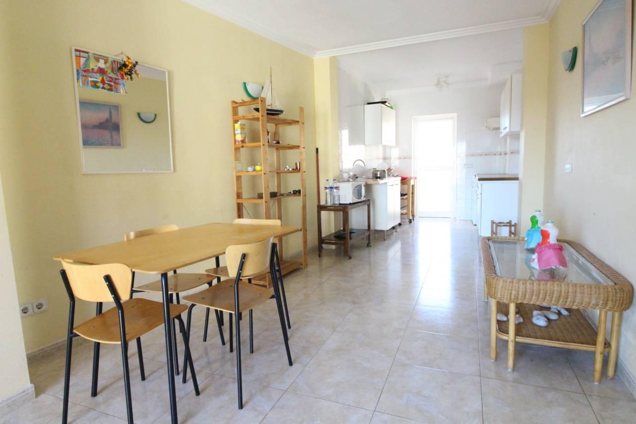 Lloguer Pis  Centro. Superf. 90 m²,  3 habitaciones ( 1 suite,  1 doble,  1 individua