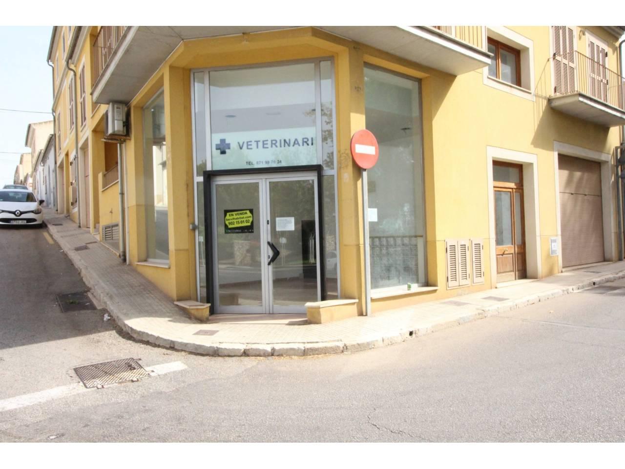 Locale commerciale  Muro. Local comercial situado en la  esquina de una calle con gran con