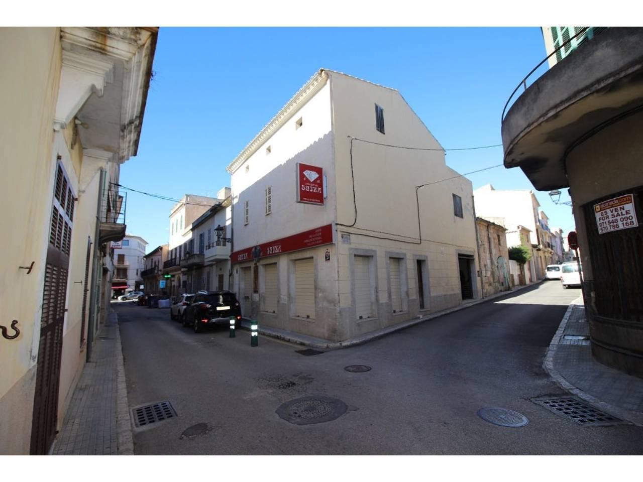 Locale commerciale  Centro. Local comercial  en el centro de muro en calle muy transitada. e