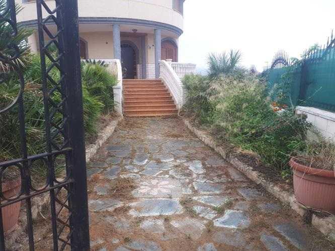 Casa  Calle josefa garcía. Chalet independiente situado en chera. cuenta con una superficie