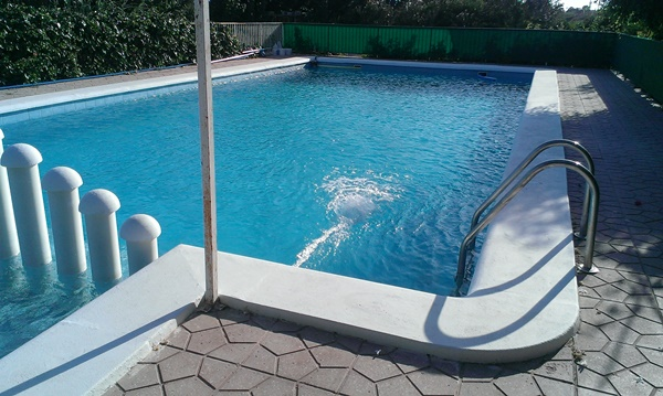 Affitto Casa  Crevillent, zona de - crevillent. Se alquila chalet todo el año   con piscina y amueblado.
