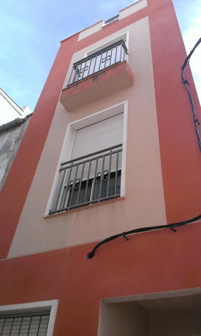 Lloguer Pis  Calle san antonio. Venta/alquiler de tríplex en zona centro de crevillent, a estren