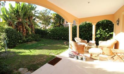 Casa adosada de alquiler en Calle Isla Verde, Estepona