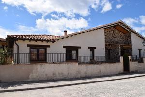 Casa adosada en Venta en Herguijuelas, 12 / Villanueva de Ávila