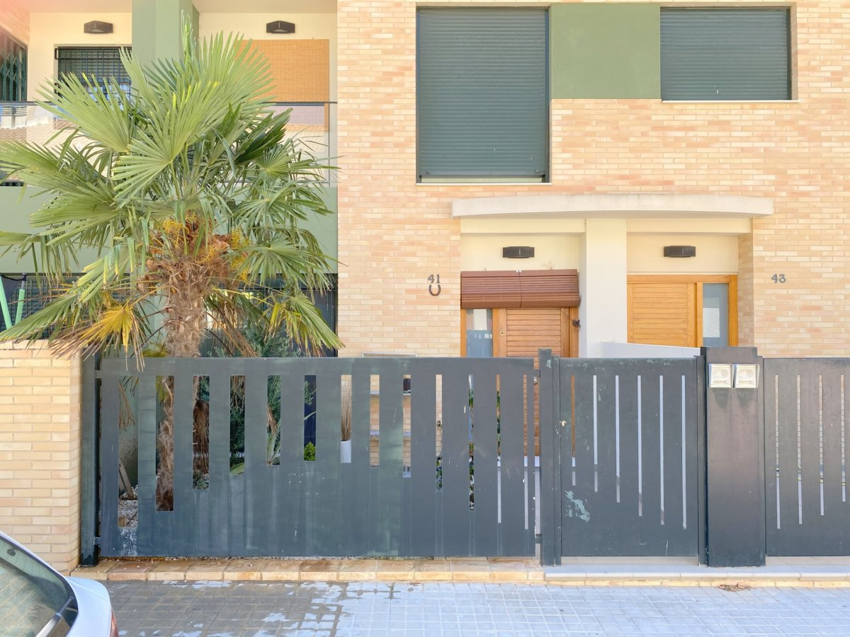 Rent House  Calle serra agulles, 41. Adosado en alquiler - alginet