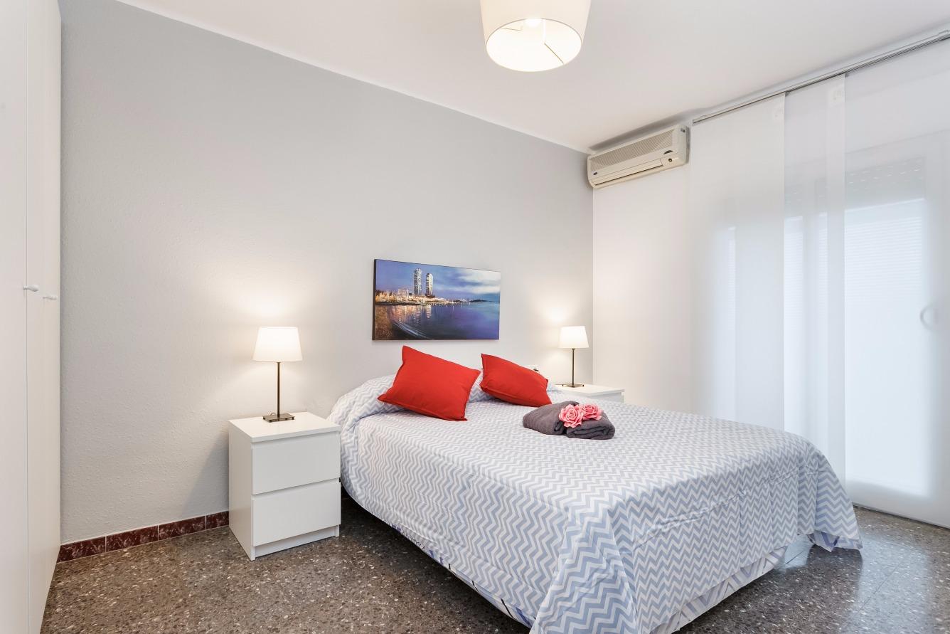 Alquiler de Temporada Piso  Calle mossen mole. Precioso apartamento de 4 habitaciones situado en el centro de m