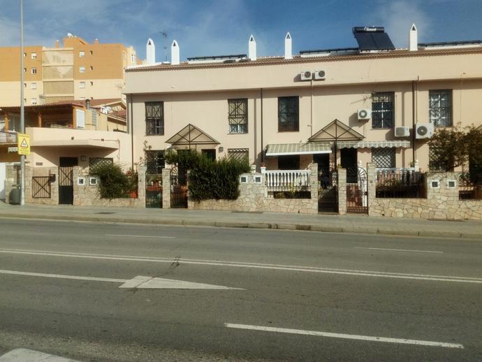 Foto 1 de Casa adosada en Avenida Carlos Haya / La Barriguilla, Málaga Capital