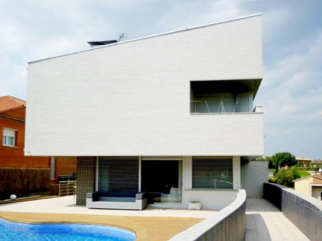 Casa  Montilivi, girona, girona, girona, españa. Moderna vivienda unifamiliar en palau, girona