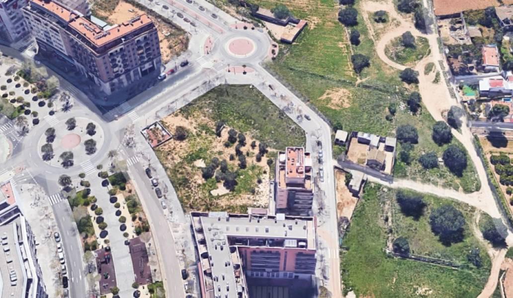 Solar urbà  Torrent ,parc central. Parcela en parc central