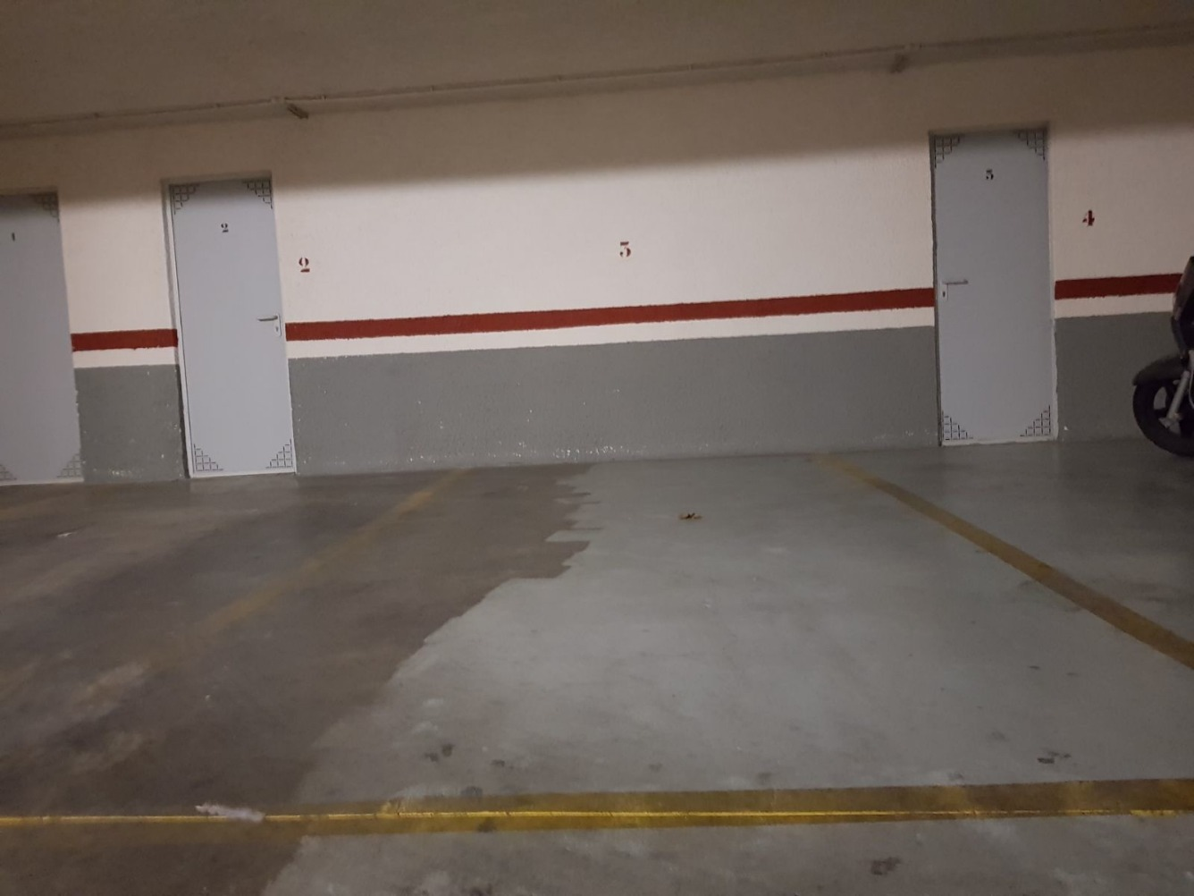 Car parking  Tavernes blanques, zona de - tavernes blanques. Garaje mas trastero grande