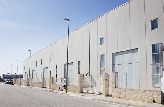 Nau industrial  Calle embat 12 bj 16. Nave industrial adosada sin uso específico que dispone de cfo. l