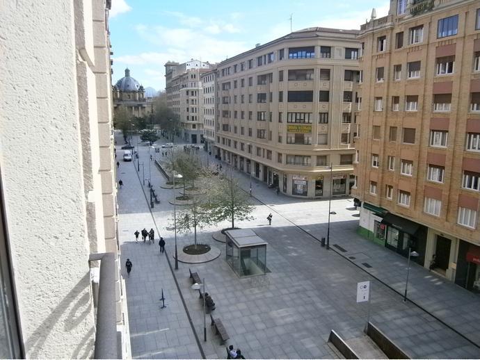 Piso en pamplona iru a en ensanche en avenida carlos iii for Compartir piso pamplona