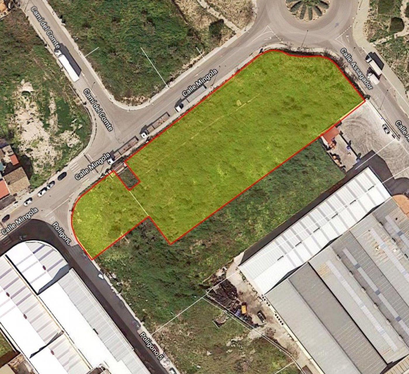 Solar urbano  Daimus ,poligono industrial. Solar de gran superficie sito en daimúz