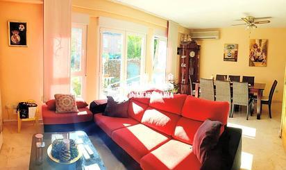 Casa adosada en venta en Pintores - Ferial
