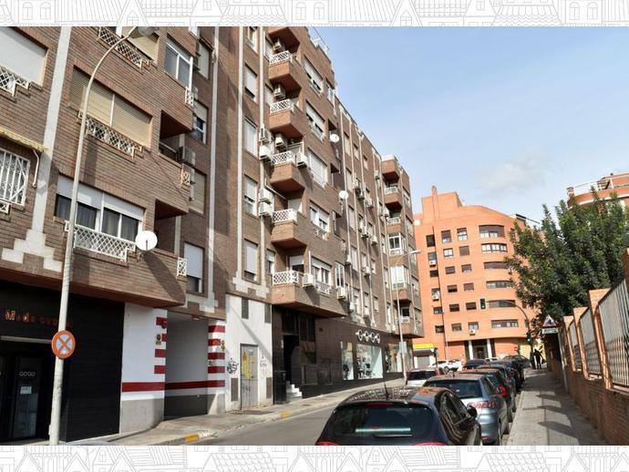 Piso en almer a capital en nueva andaluc a en almeria for Plaza de garaje almeria