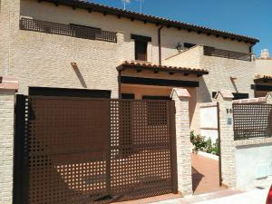 Casa adosada en Venta en Ghinea / Yuncos