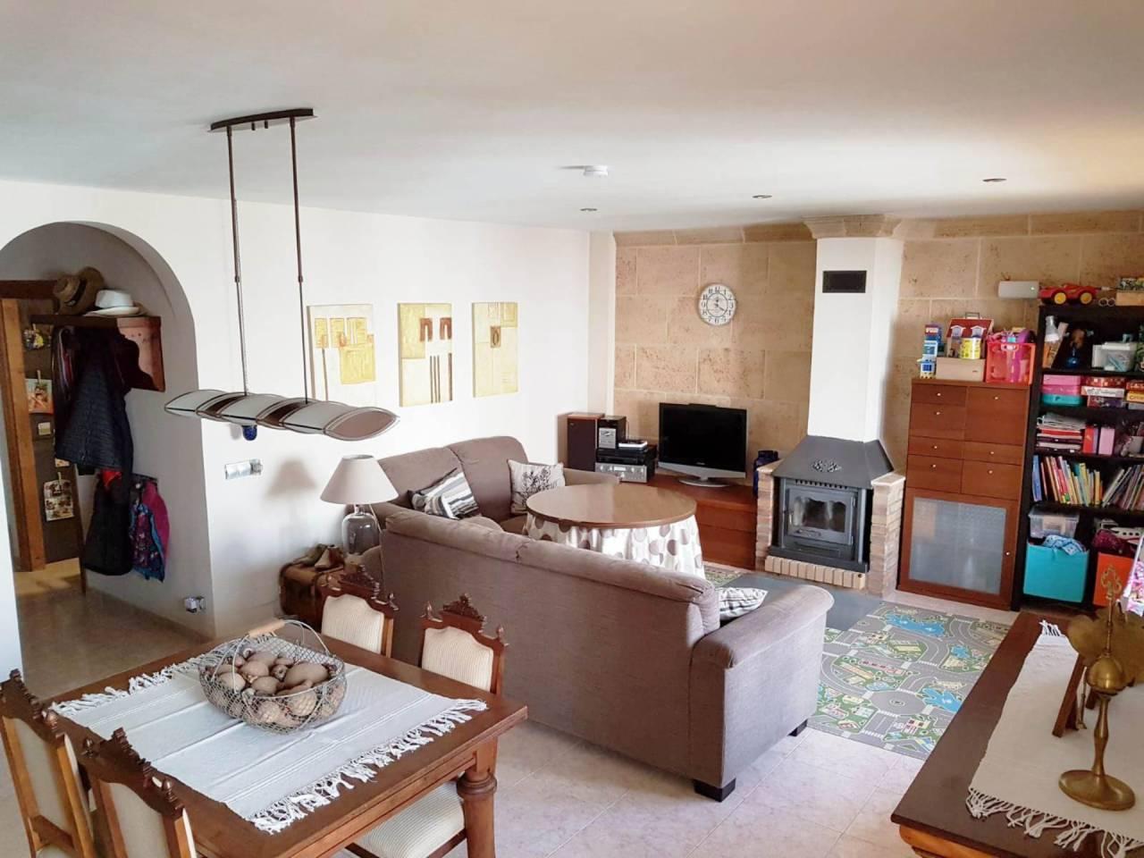 Pis  Ses cases noves. Piso de 131 m² en Alaró. distribuidos en recibidor, amplio salón
