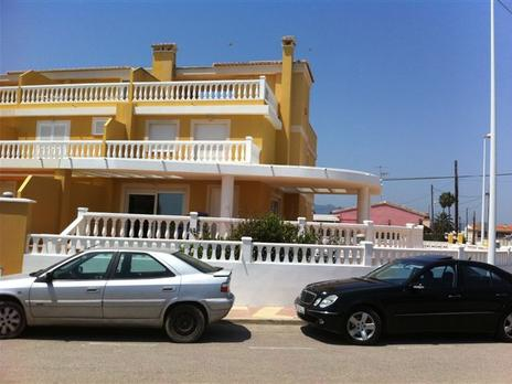 Casas adosadas de alquiler vacacional con parking baratas en España