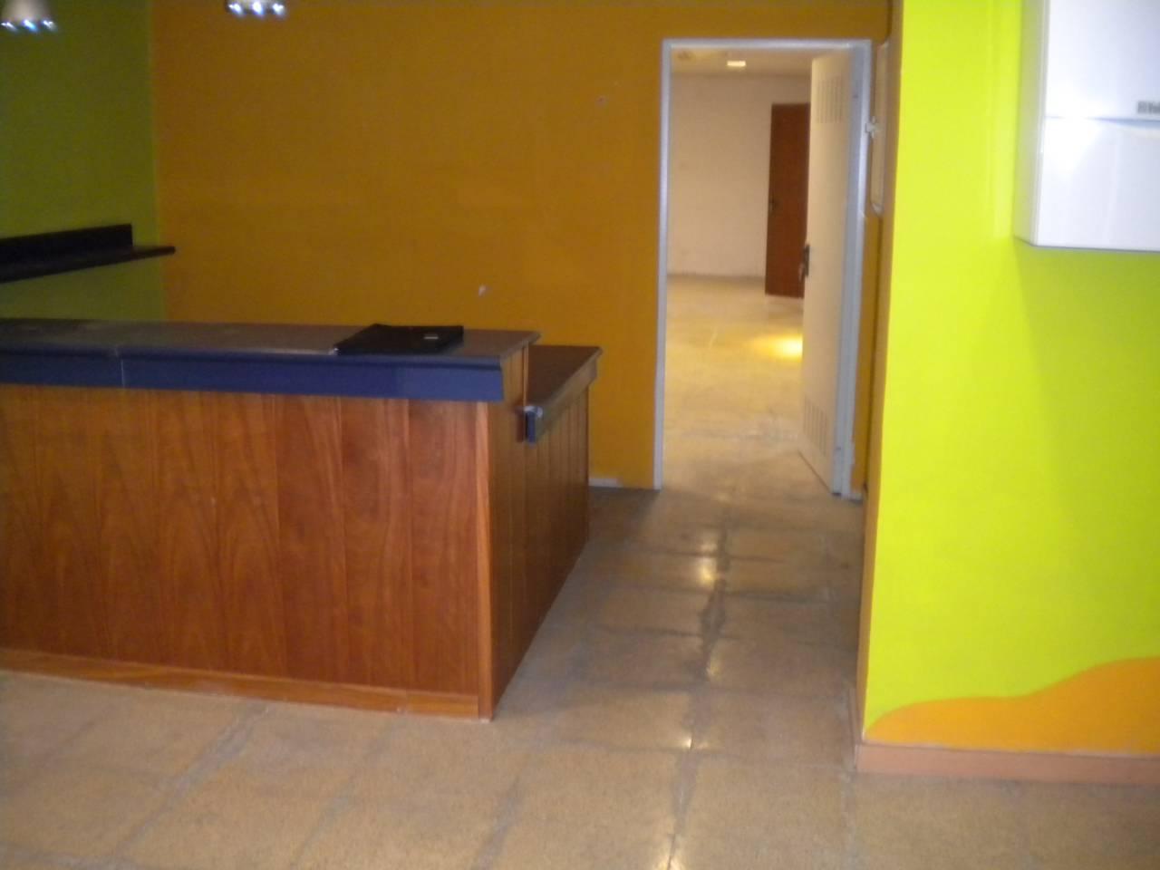 Lloguer Local Comercial  Catalunya. Superf. 80 m²,  1 aseo, accesibilidad, escaparate, planta baja,