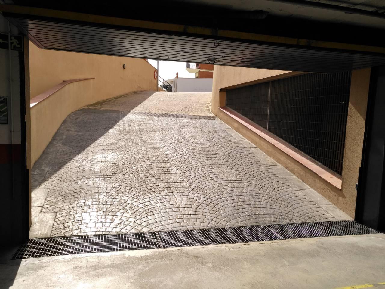 Posto auto  Avenida josep fontcuberta. Superf. 11 m²
