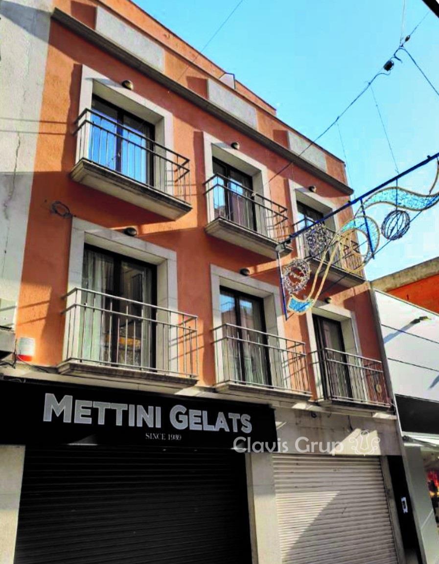 Edifici  Calle st pere. Edificio singular en venta en lloret de mar y con 812 m2.