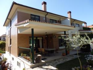 Casa adosada en Venta en Santiago Alba / Covaresa