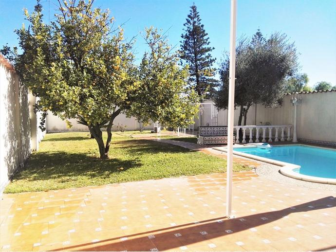 Casa adossada a tomares a las almenas a 144818341 fotocasa for Piscina tomares