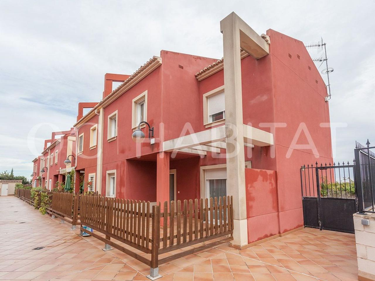 """Casa  Calle. \""""oc habitat de la mano de olivares consultores, les ofrece este"""