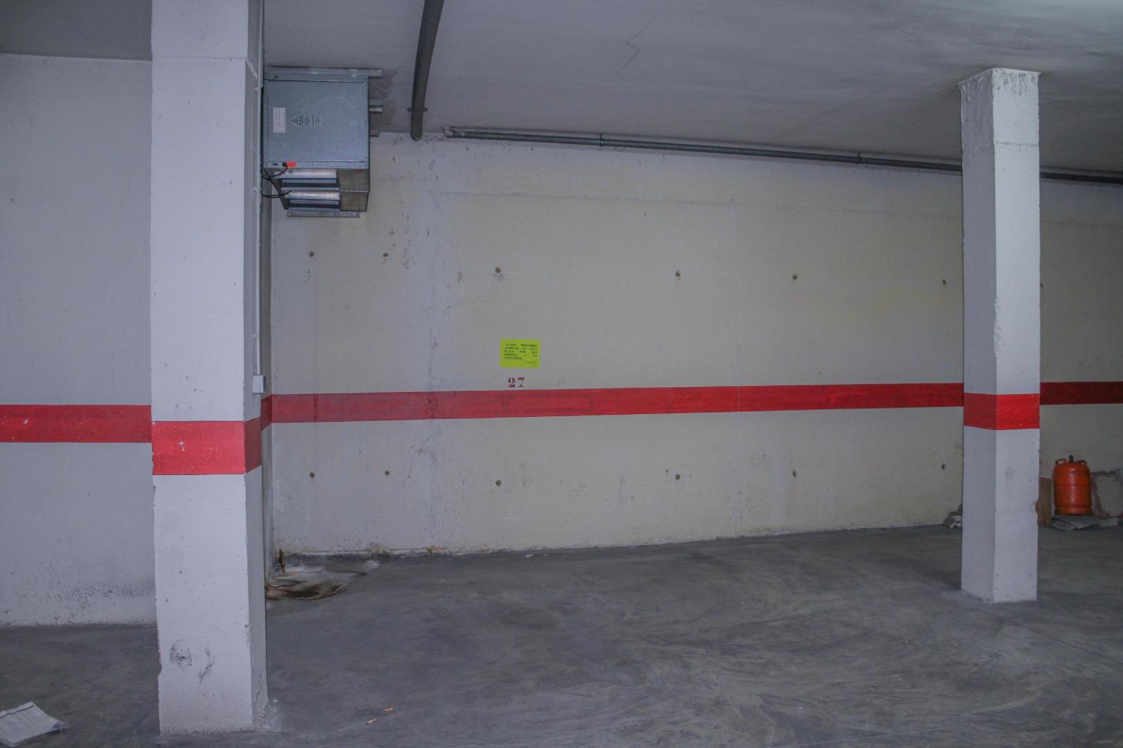 Parking voiture  Calle ribera. Plaza de garaje en Cheste