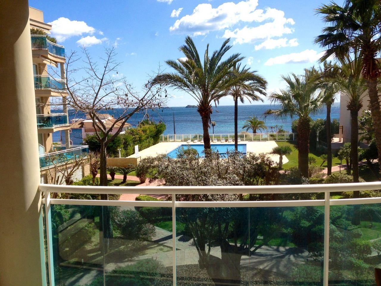 Appartamento  Playa den bossa. Fabuloso piso en primera línea en playa de den bossa, ibiza.