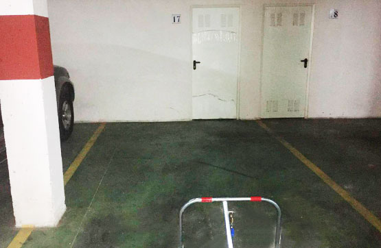 Aparcament cotxe  Calle pelayo. Plaza de garaje situada en la planta -1 de un bloque de vivienda