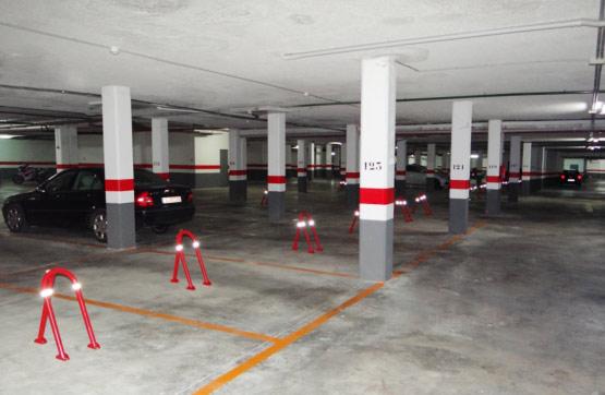 Parking coche  Calle guadalest edificio blau mar. Amplia plaza de parking, en garaje subterráneo, situada en villa