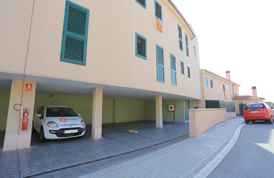 Car parking  Calle les oliveres. Plaza de garaje ubicada en la calle les oliveres, 11 -Ullastrell