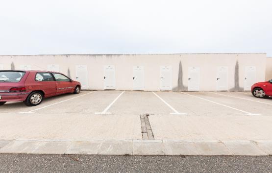 Parking coche  Calle sofia. Plaza de aparcamiento en l'ampolla, tarragona. cuenta con una su