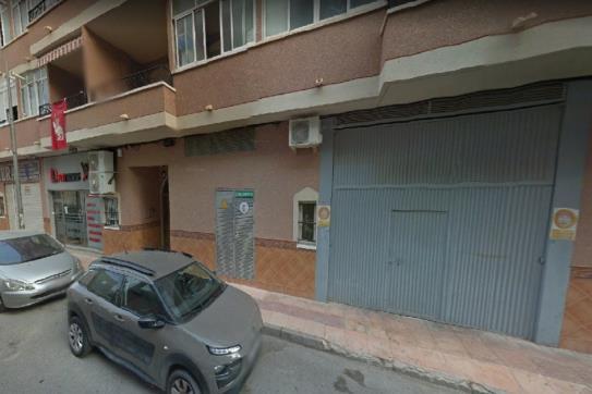 Parking coche  Calle m.d adela beneit. Plaza de aparcamiento en albatera, alicante. consta de 23 m². ub