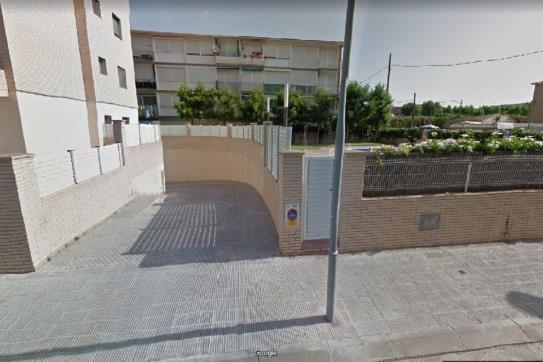 Aparcament cotxe  Calle tramuntana. Plaza de aparcamiento en el vendrell, tarragona. dispone de 27 m